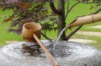 Palaiseau - Fontaine japonaise traditionnelle (tsukubaï), le bruit apaisant de l'eau