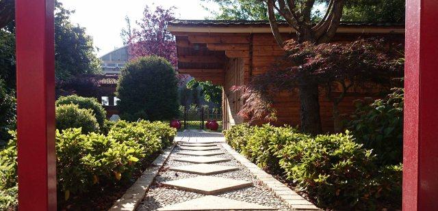 Jardin japonais rouge entrée