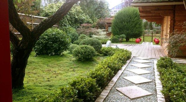 Jardin japonais rouge vue d'entrée