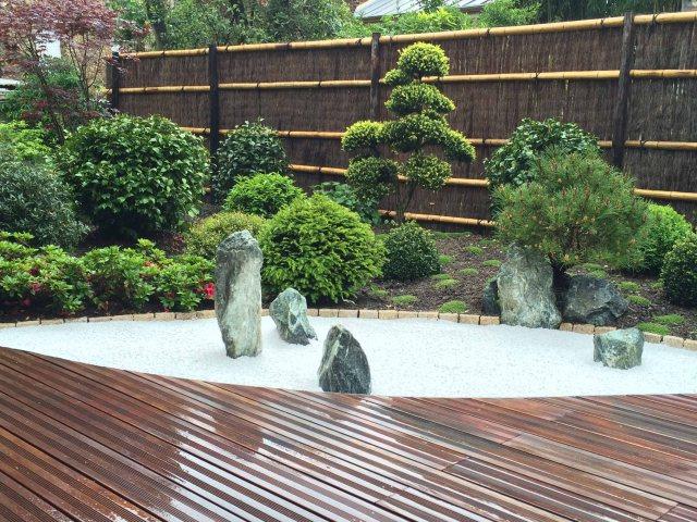 Jardin japonais rouge vue du jardin sec