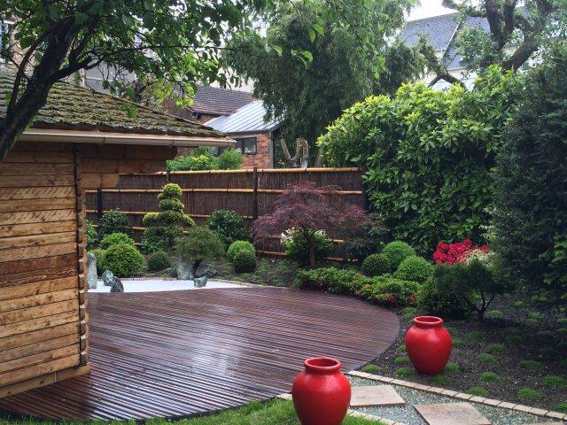 Jardin japonais rouge vue terrasse et jardin
