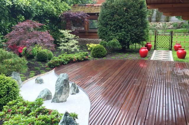 Jardin japonais rouge vue terrasse