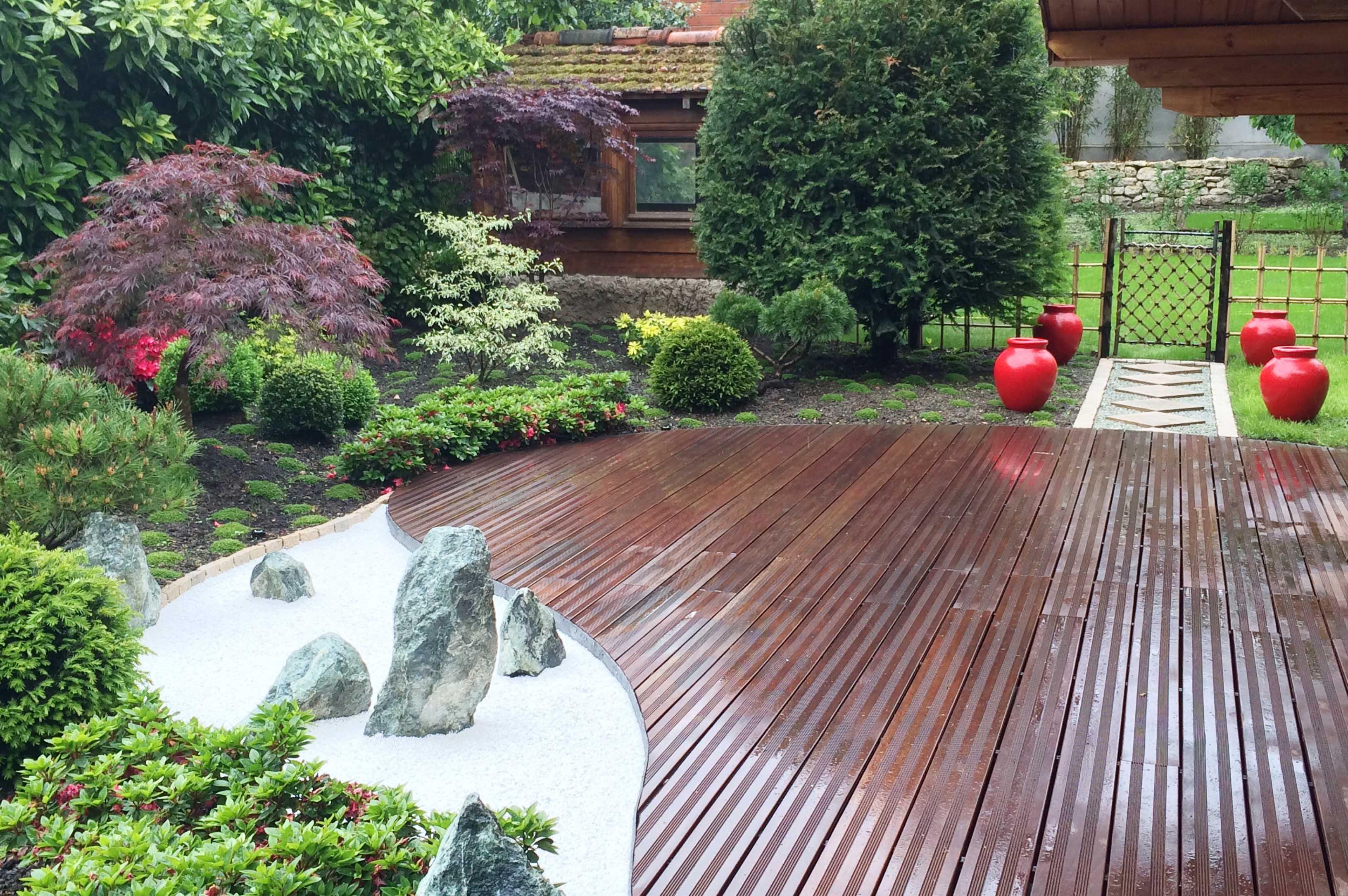 jardin japonais terrasse elegant jardins japonais de dco zen inspire par la nature jardin. Black Bedroom Furniture Sets. Home Design Ideas